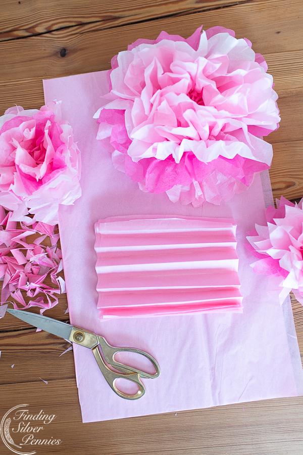 Easy craft tutorial for paper peonies #crafts #tissuepaperflowers #paperflowers #spring